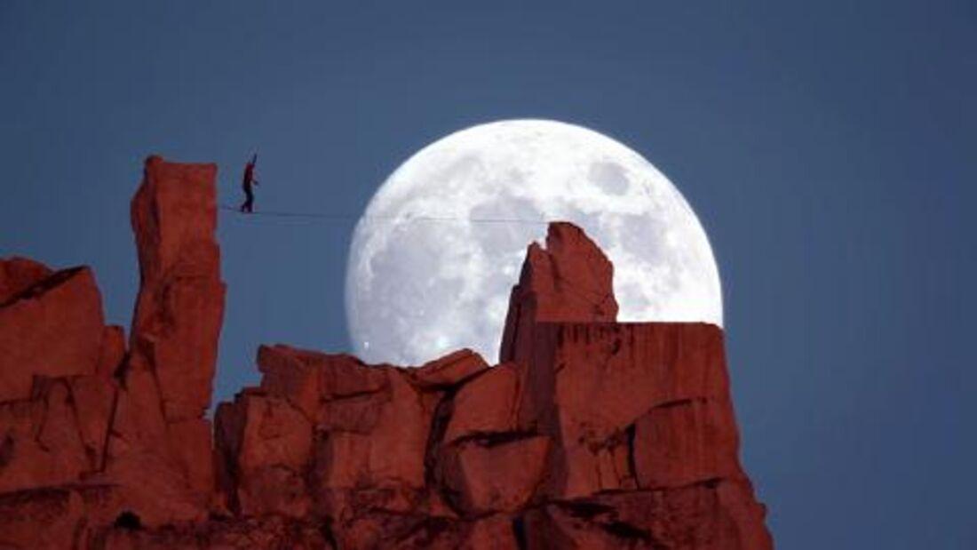 Moonwalk - Highline von Dean Potter