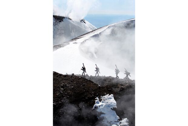 OD-2012-Peak-Project-Speedflyer-Etna-Italien-1 (jpg)