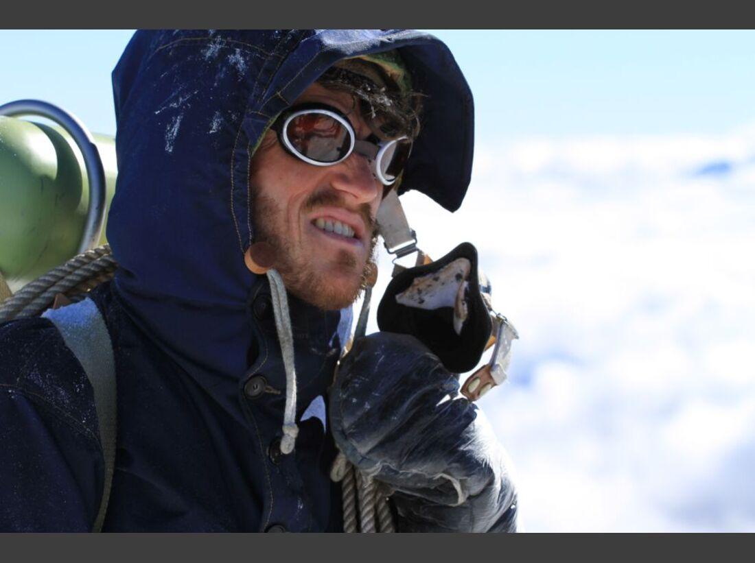 OD-Beyond-The-Edge-Sir-Edmund-Hillarys-Aufstieg-Zum-Gipfel-des-Everest-DVD-Start-2015-03 (jpg)