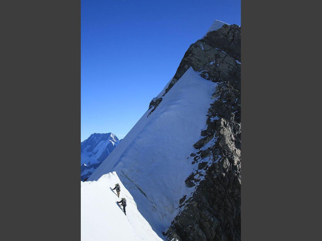 OD-Beyond-The-Edge-Sir-Edmund-Hillarys-Aufstieg-Zum-Gipfel-des-Everest-DVD-Start-2015-07 (jpg)