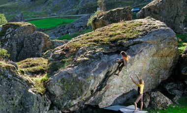 Ovstabo_Kaddi-between-the-sheeps-fb-6c-FA (jpg)