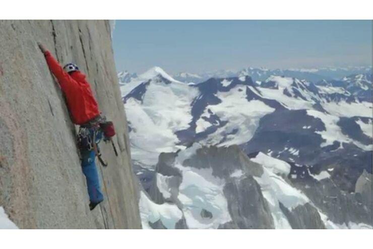 David Lama in der Kompressorroute am Cerro Torre - klettern de