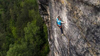 Robert Leistner klettert die Vertreibung der letzten Idealisten 12a im Elbsandsteingebirge