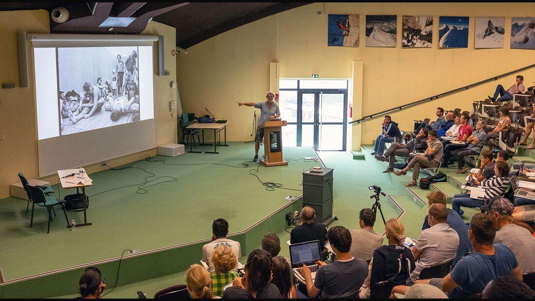 Udo Neumann spricht beim IRCRA-Kongress in Chamonix