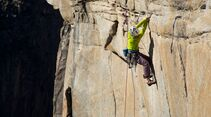 kl-alexandra-schweikart-free-el-capitan-alexandra-traversing-on-the-a5-traverse-5-13b-c-johnny-ingrisch (jpg)