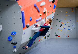 Beweglichkeit fürs Bouldern und Klettern (plus Übungen