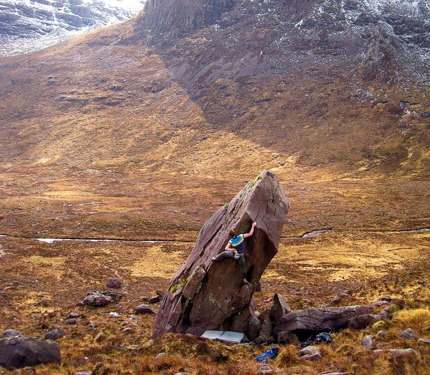 kl-bouldern-england-boulder-britain-schottland-finger-of-faith-6a-applecross-ph-richie-betts (jpg)