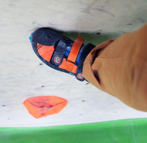 kl-bouldertechnik-frieder-dynochrom-innenkante-stehen-c-bernardo-gimenez (jpg)