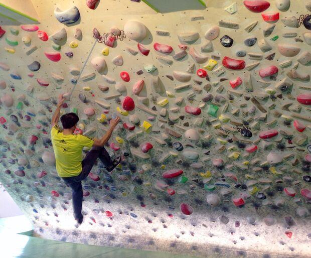 kl-klettern-ausdauer-training-patrick-45-grad-wand-c-matros