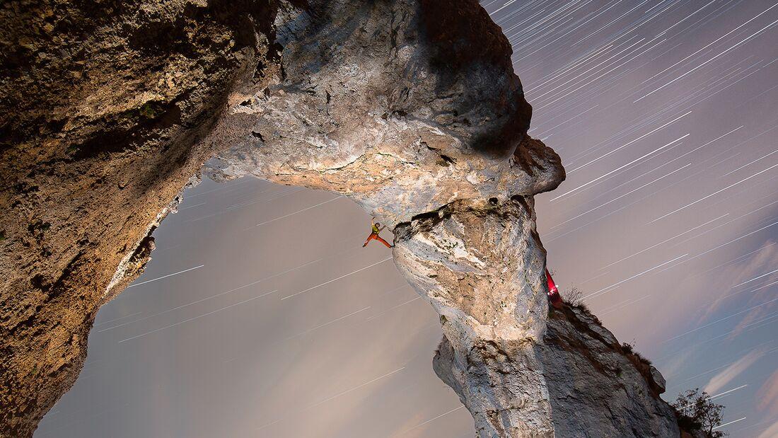 kl-klettern-bosnien-herzegovina-Peter-Schwamberger-klettert-Zivjeli-7c-im-Klettergebiet-Kameni-Most-c-Sebastian-Wahlhuetter (jpg)