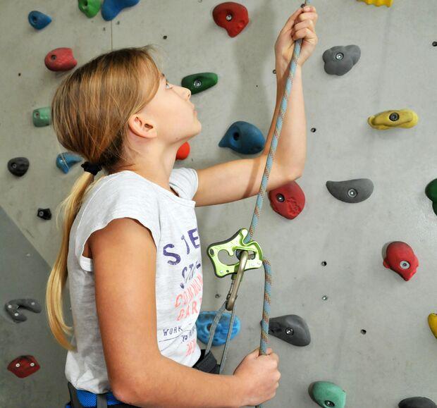 kl-klettern-mit-kindern-sichern-Konzentration (jpg)
