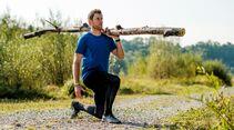 kl-outdoor-gym-jack-wolfskin-felix-klemme-outdoortraining-ausfallschritt-mit-baumstamm1 (jpg)