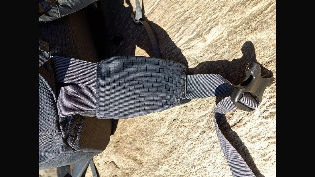 kl-rucksacktest-details-mountain-equipment-ogre-hueftflossen (jpg)